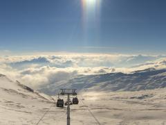 Blick von La Siala auf das 100 km2 grosse Skigebiet von Flims Laax Falera. 240 km Pisten und 29 modernste Liftanlagen erwarten Sie. Copyright Weisse Arena AG, Webcam