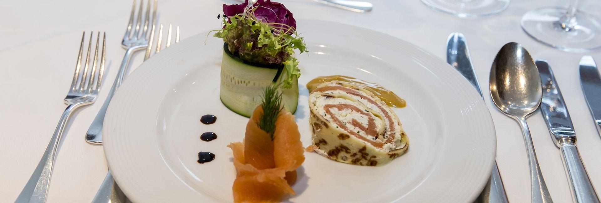 Kreative Lachsvorspeise im Hotel Cresta Flims Kulinarik