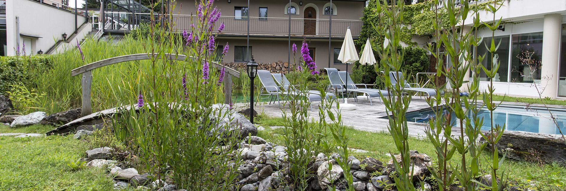 Garten und Aussenpool Wellnesshotel Cresta Flims