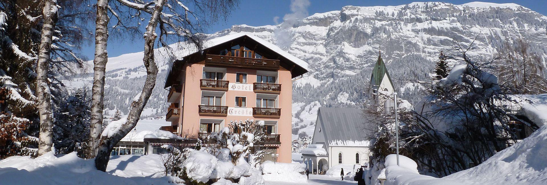 Aussenansicht Hotel Cresta Flims mit Flimserstein